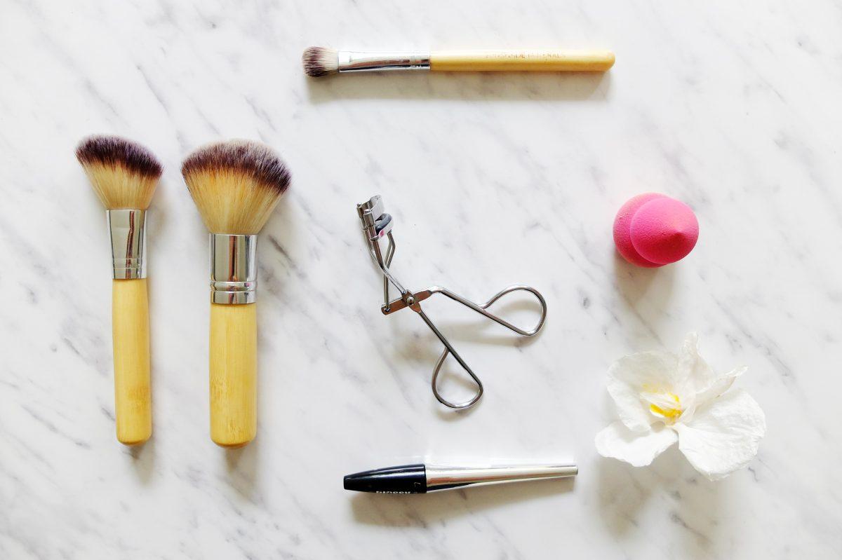 jak wyczyścić pędzle do makijażu