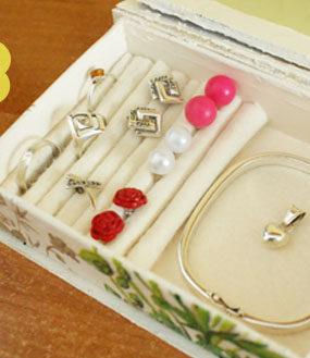 Organizacja biżuterii: kolczyki i pierścionki