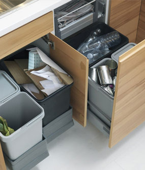 Jak segregować śmieci + pomysły na zorganizowanie szafki pod zlewem