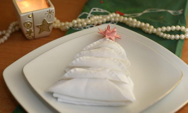 Świąteczne serwetki: choinki i gwiazdy