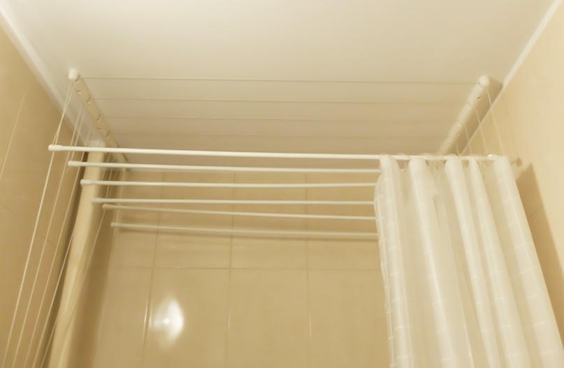 Pomysł na prysznic w małej łazience z wanną - Niebałaganka
