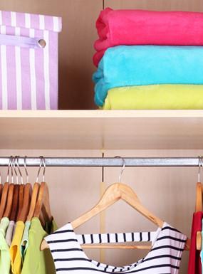 Organizacja szafy. 10 sposobów, które pomogą utrzymać porządek
