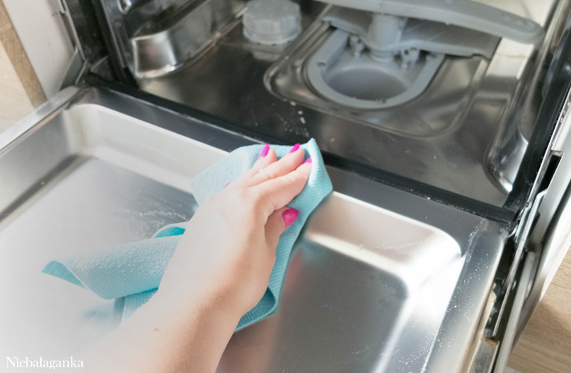 jak wyczyścić zmywarkę