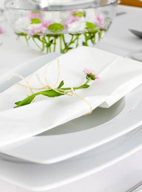 Jak udekorować stół na wizytę gości? 3 proste pomysły