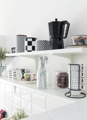 Otwarte półki w kuchni – jak to się sprawdza?