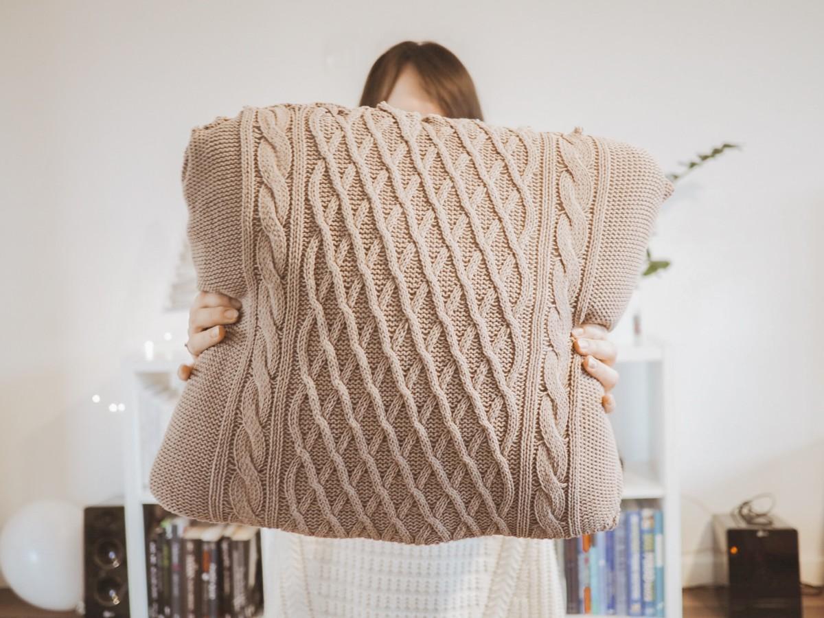 Jak Zrobić Poduszkę Ze Swetra Diy Za 750 Zł Hit Zimy