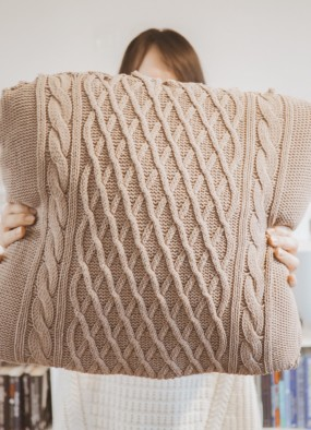 Swetrowe poduszki DIY za 7,50 zł – HIT zimy!