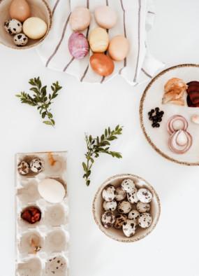 Naturalne barwniki do jajek – jak barwić pisanki?